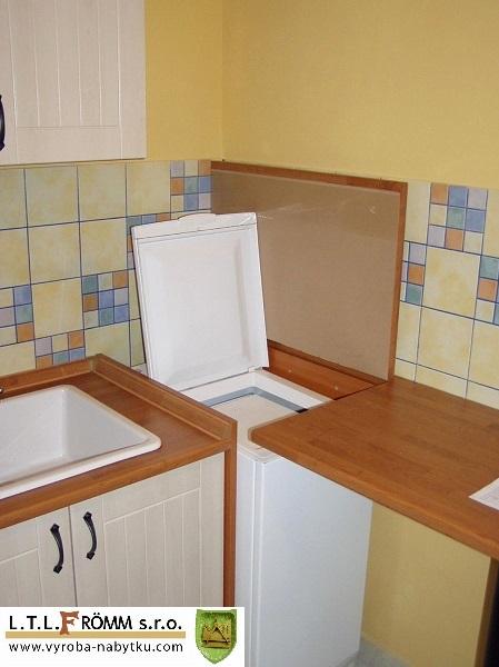 pračka v kuchyni